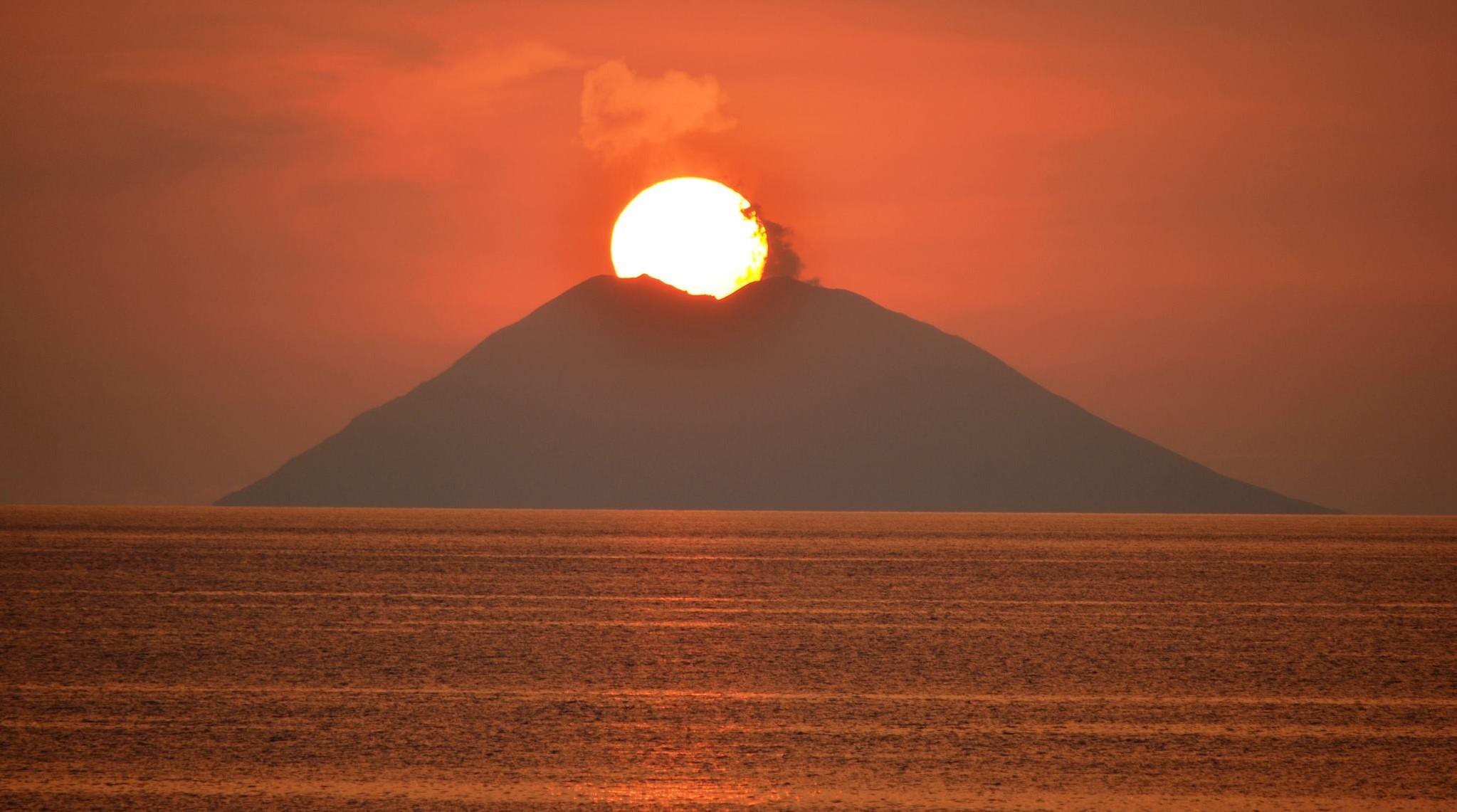 ..come questo nel cratere del vulcano stromboli..